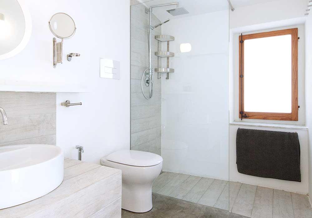 The bathroom of the villa
