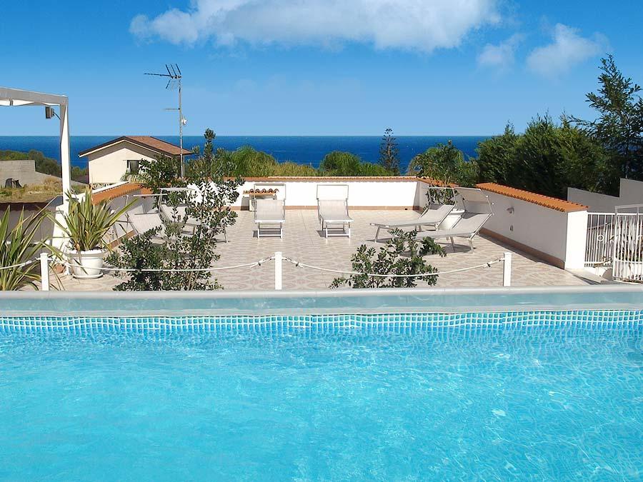 The swimming pool of Appartamento Macaone and Appartamento Parpagghiuni